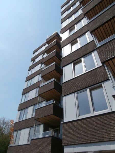 De plafonds op de balkons zijn gemaakt van 100% FSC Mandioqueira hardhout