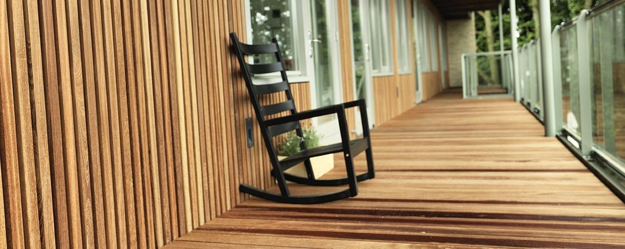 De villa - project voor gallerij en gevelbekleding met Guariuba hout