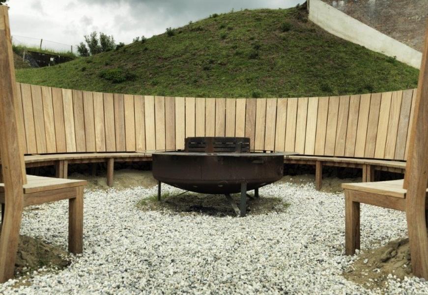 Fort waterlinie bank gemaakt van duurzaam Cumaru hardhout