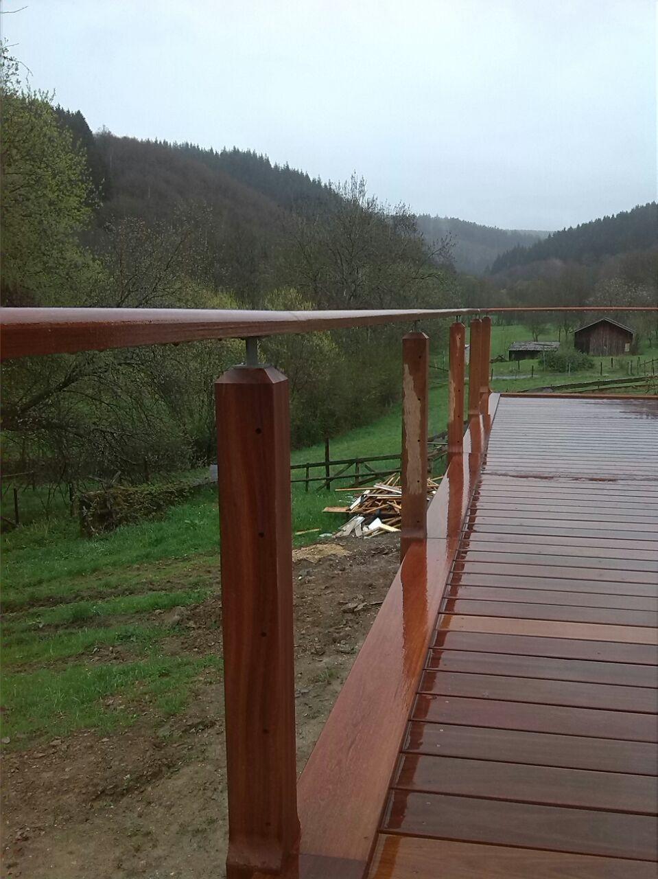 Ook ballustrade van de veranda is gemaakt van Cumaru hardhout
