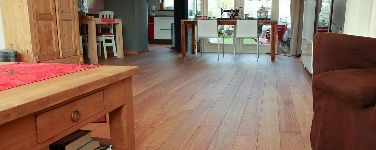 Warme houten vloer gemaakt van Sapupira hardhout met fsc keurmerk