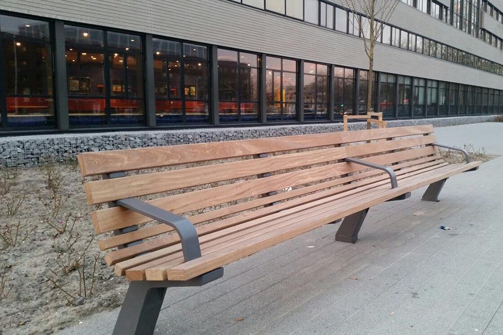 Straatmeubilair banken van hardhout