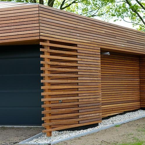 Houten horizontale gevelbekleding garage