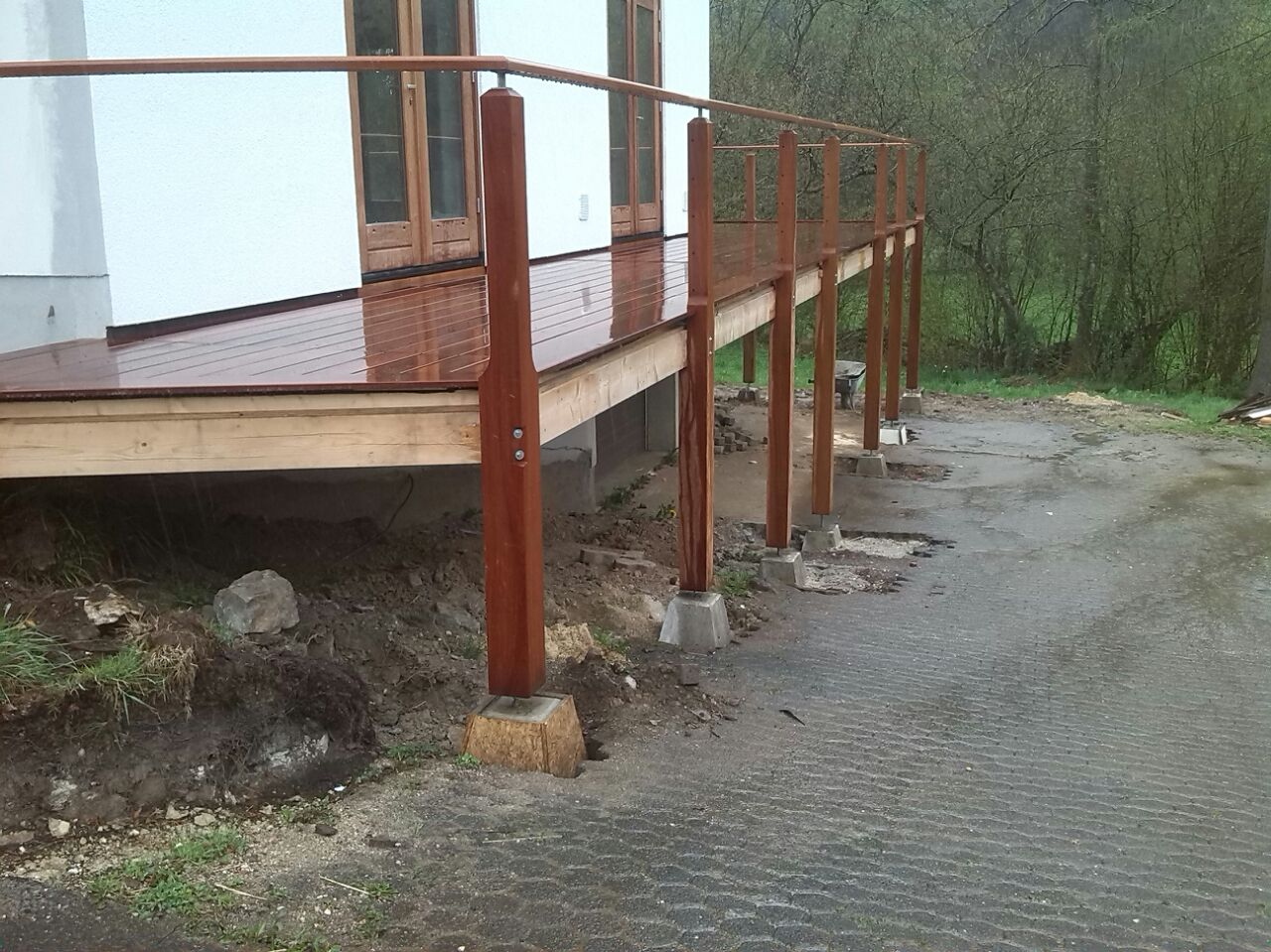 De stevige houten constructie van cumaru hardhout