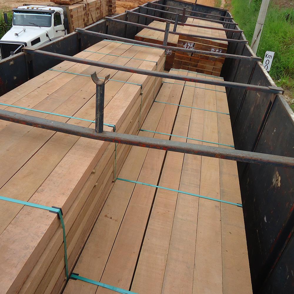 Lading hardhout voor import