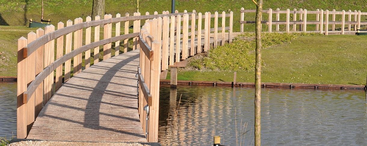 Loopbrug van Piquia FSC hout Venco Campus Eersel