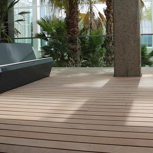 Ook in de binnentuin van uw pand kunt u een houten terras maken