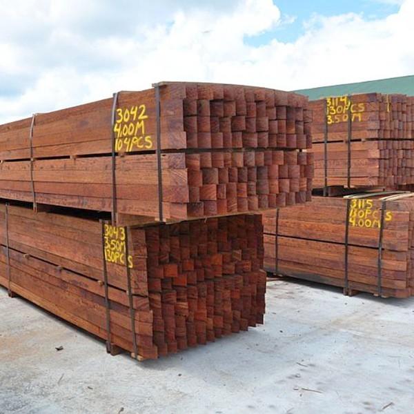 Walaba houten palen opslag