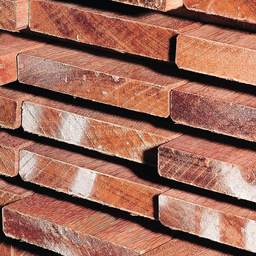 Op maat gezaagde hardhouten planken