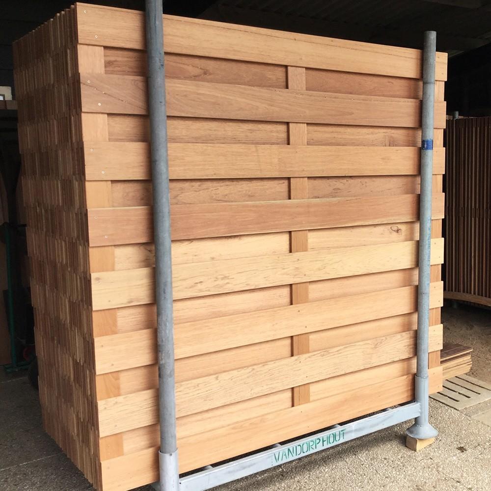Schermen van hardhout ter afscherming